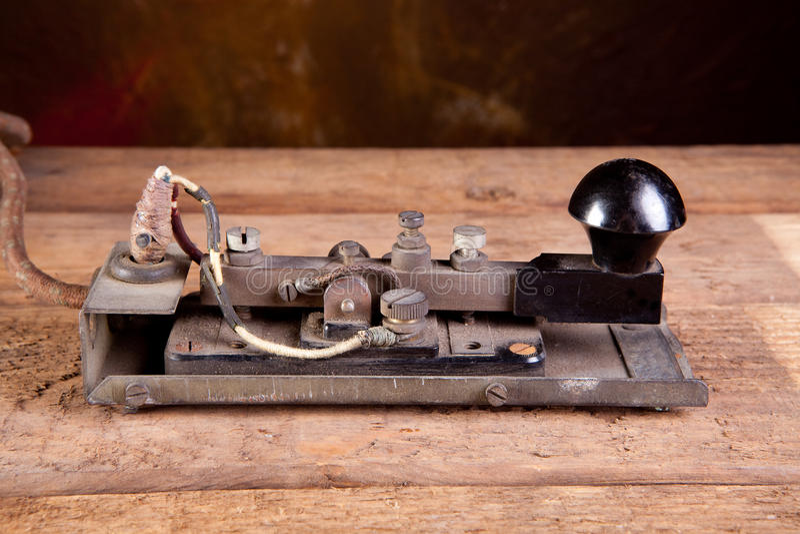 Codice Morse sul telegrafo fotografie stock
