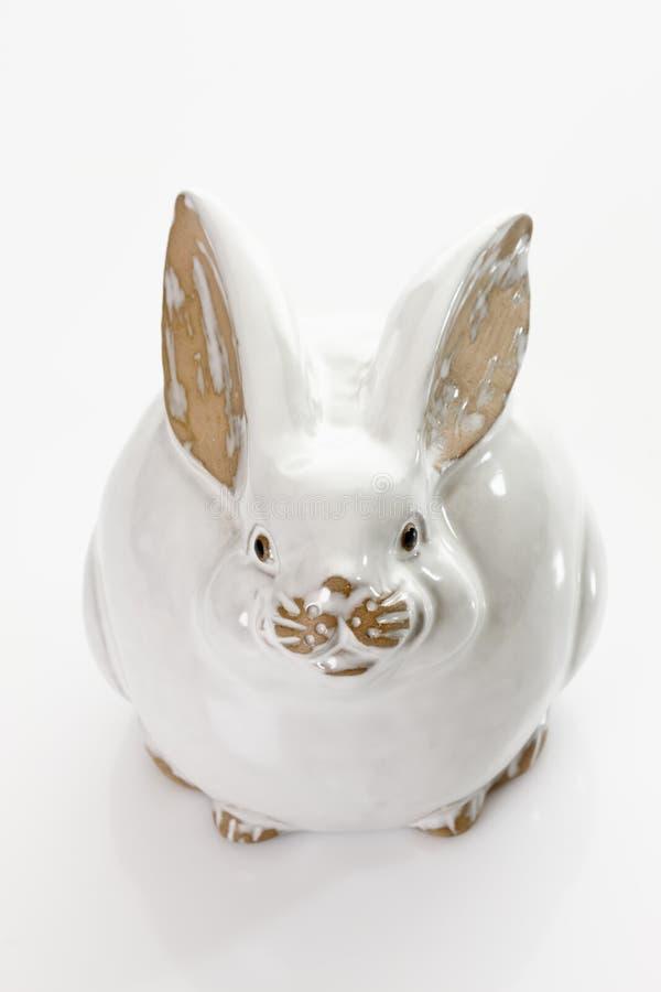 Coelhinho da Páscoa da porcelana no fundo branco imagens de stock royalty free