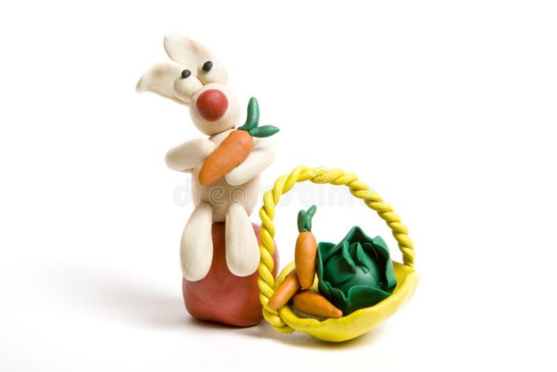 Coelho com cenoura e repolho no saco foto de stock royalty free