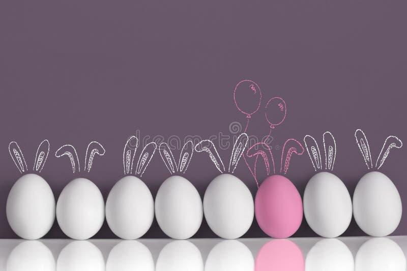 Coelho cor-de-rosa entre os coelhos brancos como ovos da páscoa fotografia de stock