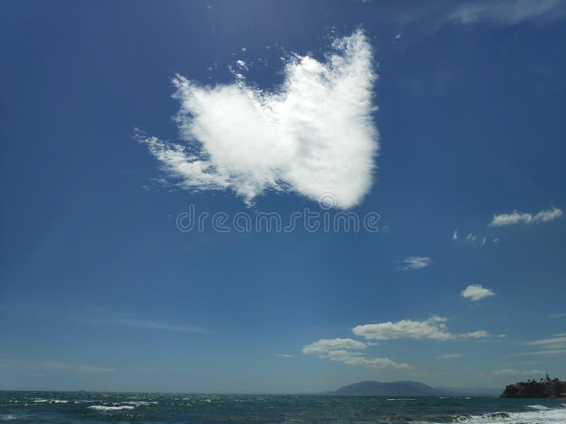 Coeur dans le ciel images libres de droits
