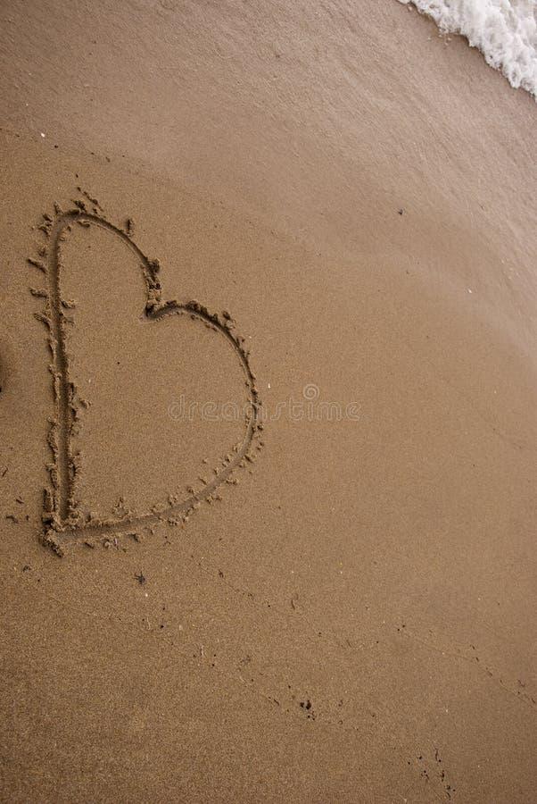 Coeur dans le sable image libre de droits