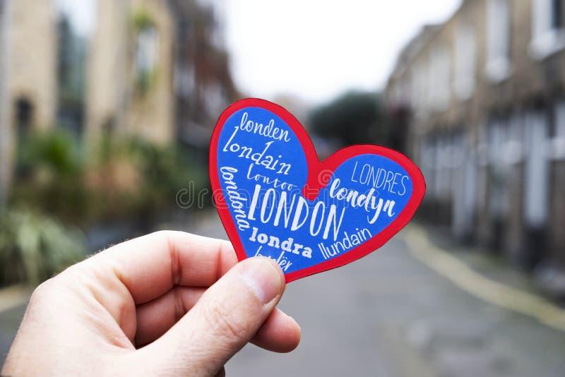 Coeur dans une vieille rue de Londres, R-U photos libres de droits