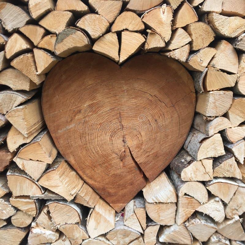 Coeur de bois - avec amour photographie stock libre de droits