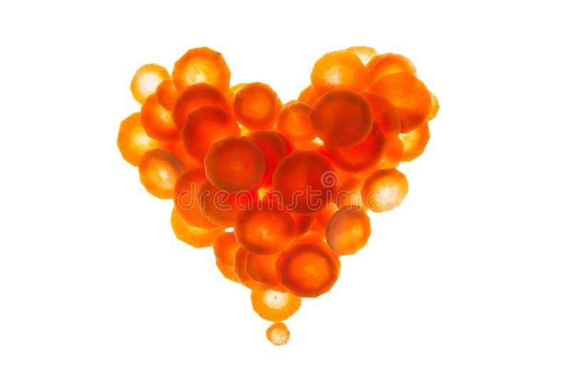 Coeur de carotte de tranches sur un fond blanc photos stock