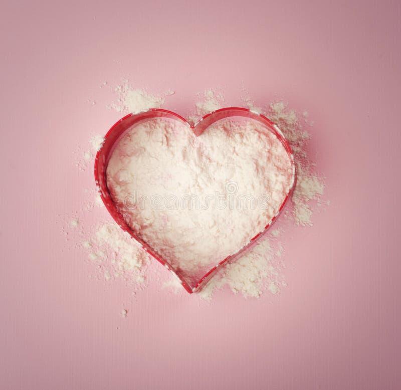 Coeur de farine photos stock