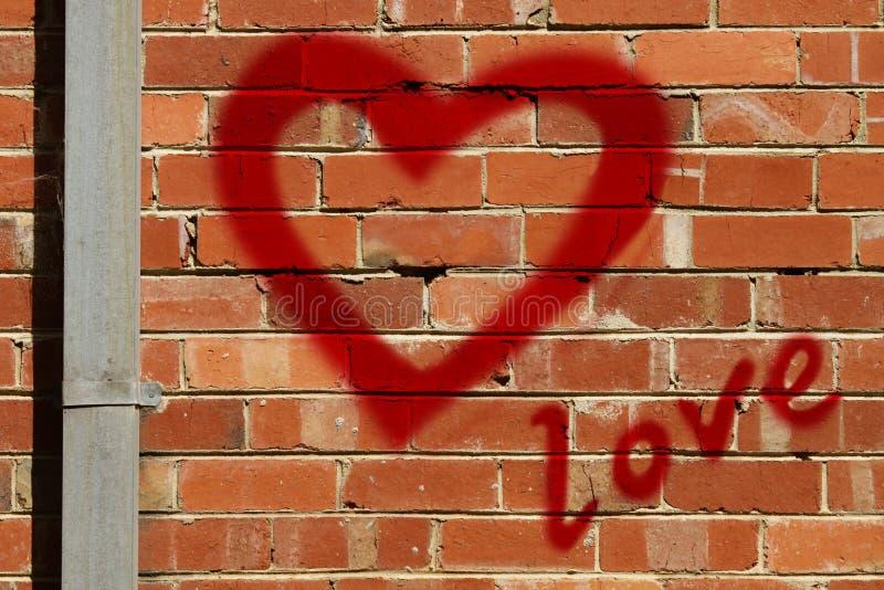 coeur de graffiti sur le mur image stock image du urbain romantique 7670595. Black Bedroom Furniture Sets. Home Design Ideas