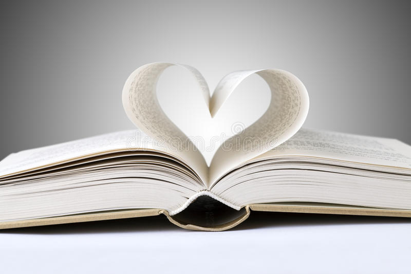 coeur de livre photos libres de droits