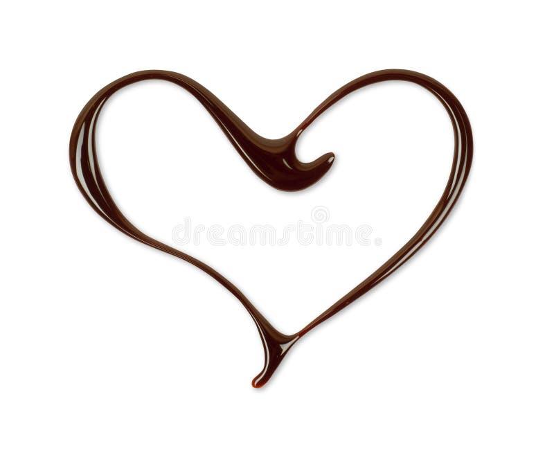 Coeur dessiné avec le plan rapproché fondu de chocolat, d'isolement sur le blanc photos stock