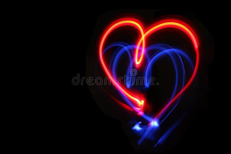 Coeur dessiné avec les lumières rouges et bleues photo libre de droits