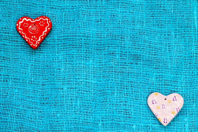 Coeur deux un jour du ` s de St Valentine de fond de turquoise images stock