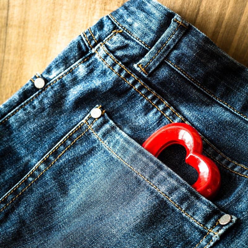 Coeur et jeans de Valentine photographie stock libre de droits