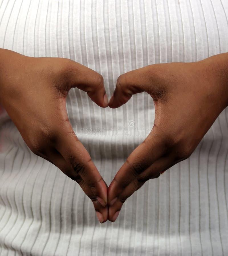 Coeur et mains images libres de droits