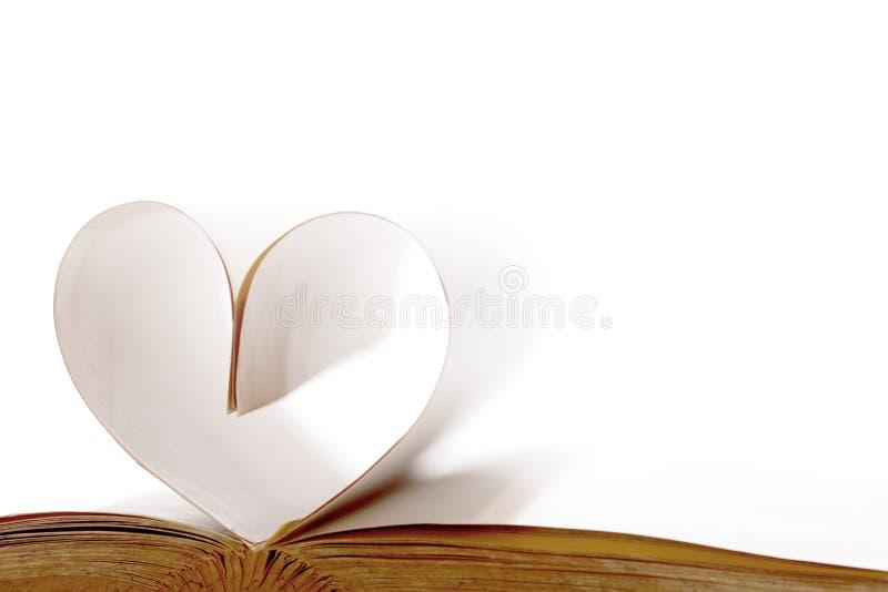 Coeur fait à partir des pages de livre photos libres de droits