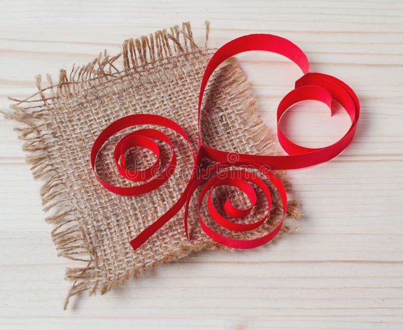 Coeur fait de papier et toile de jute photo libre de droits