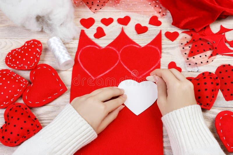Coeur fait main de jour du ` s de Valentine des textiles Décoration faite main pour les vacances photo stock