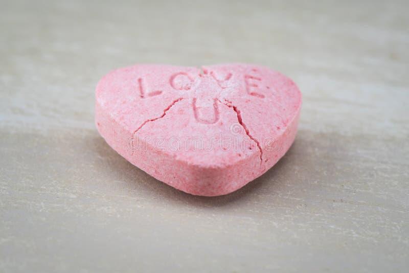 Coeur fendu de sucrerie de l'amour U d'angle faible photo stock