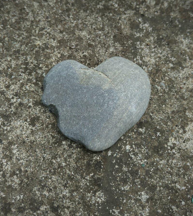 Coeur, pierre, kardiak, mensonges, panneau, rivage, mer, océan, plage, caillou, granit, Saint-Valentin, symbole, surface, gris photographie stock