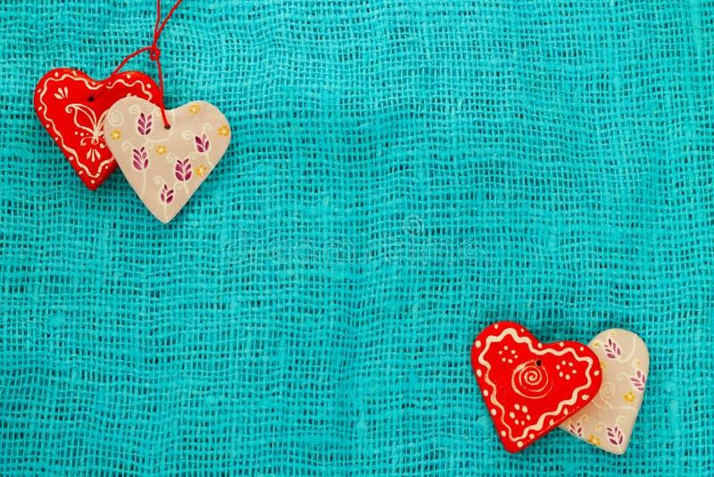 Coeur quatre un jour du ` s de St Valentine de fond de turquoise photo libre de droits