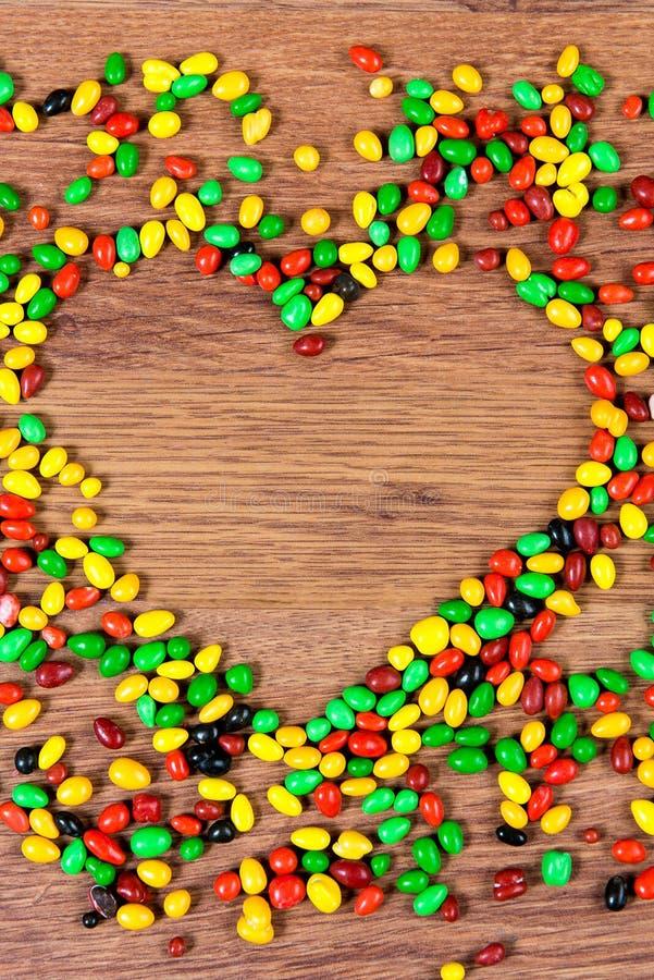 Coeur rayé par sucrerie coloré Déclaration de l'amour le jour du valetina de St photographie stock