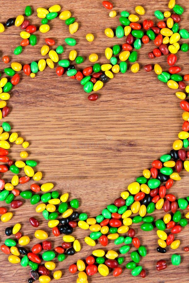 Coeur rayé par sucrerie coloré Déclaration de l'amour le jour du valetina de St photos libres de droits
