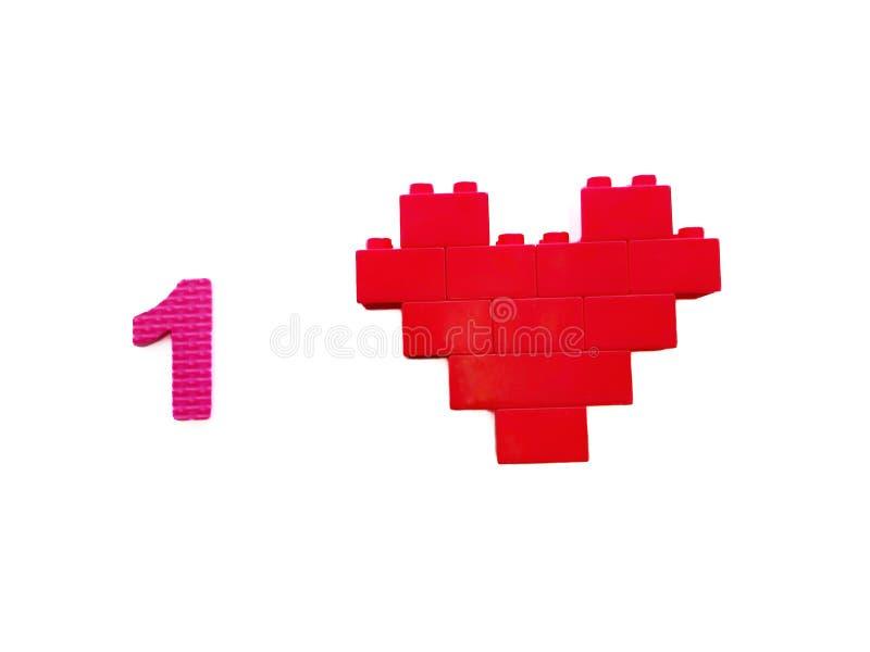 Coeur rouge de blocs de jouet et un nombre d'isolement sur le fond blanc photo libre de droits