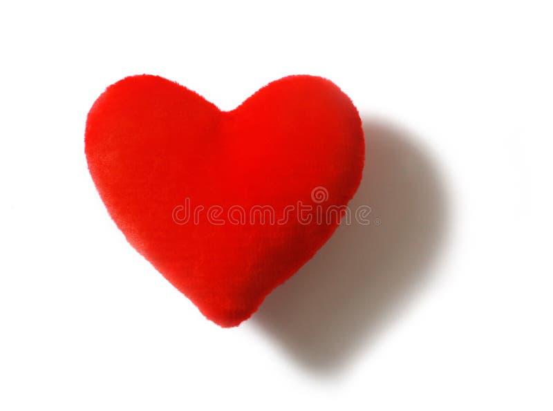 Coeur rouge de fourrure sur le fond blanc photographie stock