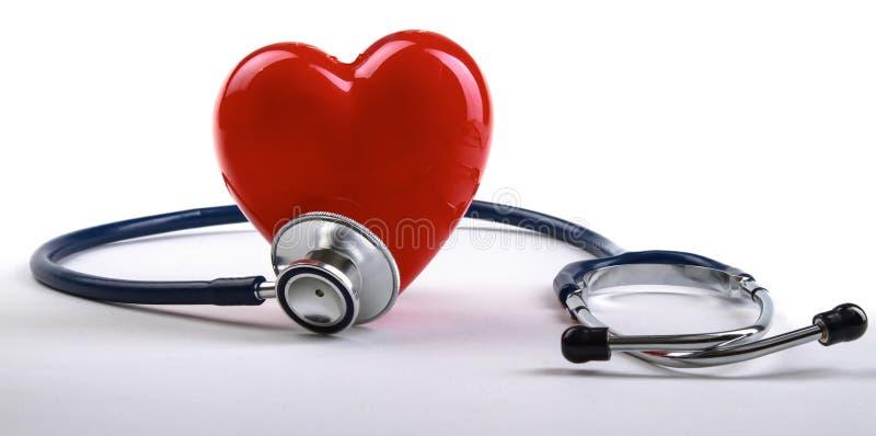 Download Coeur Rouge Et Un Stéthoscope Sur Le Bureau Photo stock - Image du clinique, diagnostique: 87700844