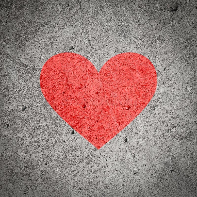 coeur rouge peint sur le mur en b ton gris fonc fond texturis image stock image du coeur. Black Bedroom Furniture Sets. Home Design Ideas