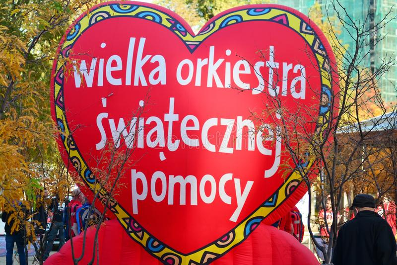 Coeur rouge, un symbole de la charit? sociale La campagne de charit? du grand orchestre de la charit? de No?l Jurek Ow photographie stock