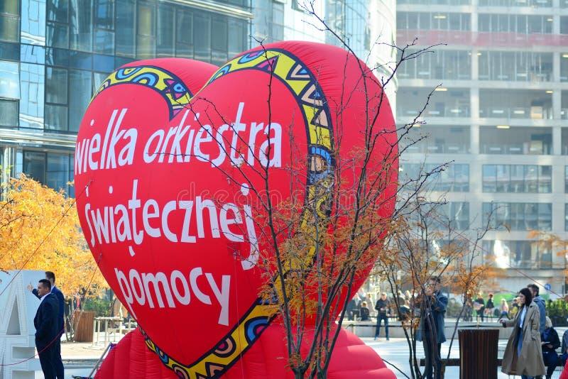 Coeur rouge, un symbole de la charit? sociale La campagne de charit? du grand orchestre de la charit? de No?l Jurek Ow photographie stock libre de droits