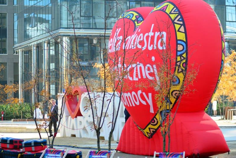 Coeur rouge, un symbole de la charit? sociale La campagne de charit? du grand orchestre de la charit? de No?l Jurek Ow image libre de droits