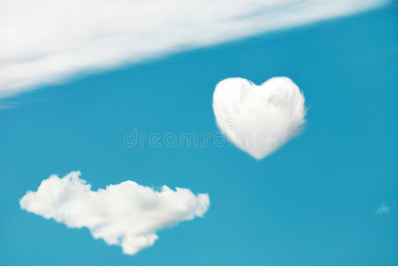 Coeur sur le ciel photo libre de droits