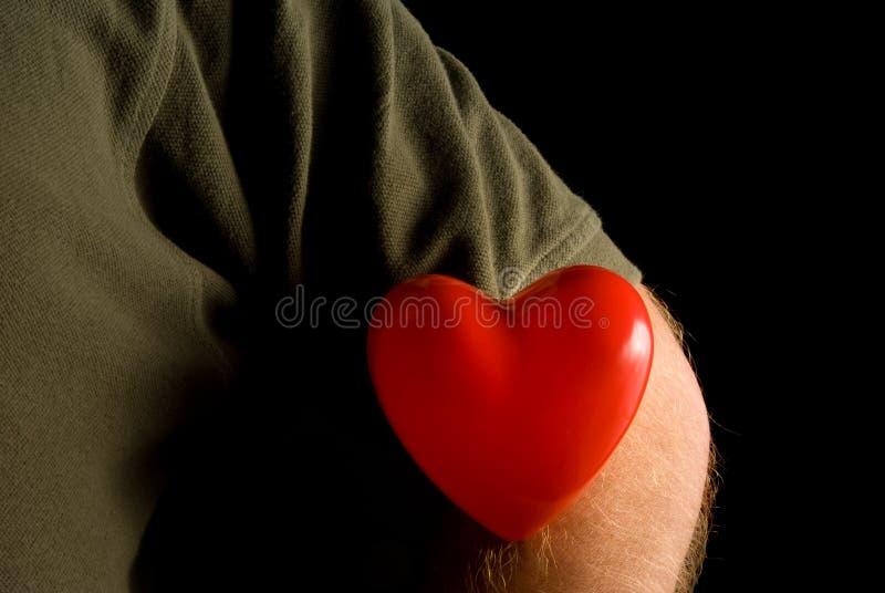 Coeur sur une chemise photo libre de droits