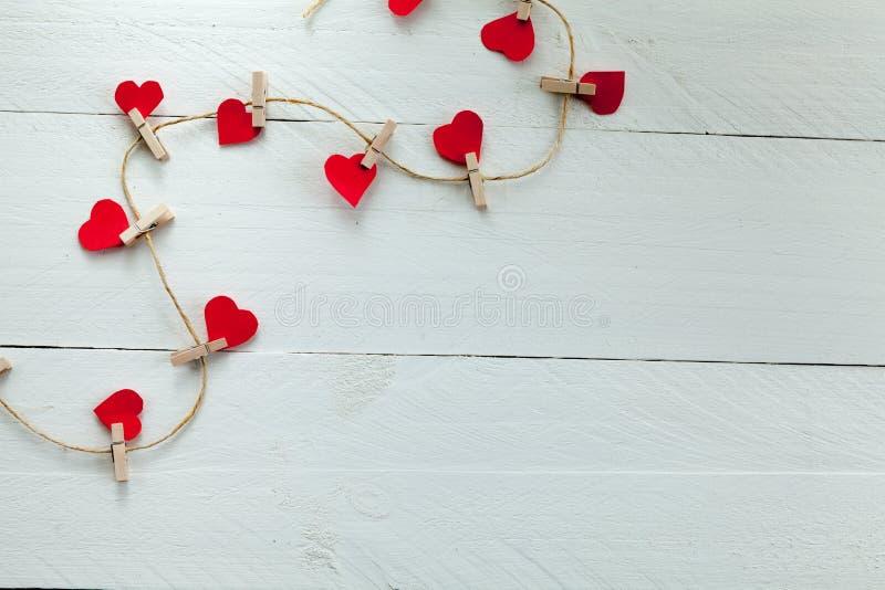 Coeurs avec des brucelles photo libre de droits