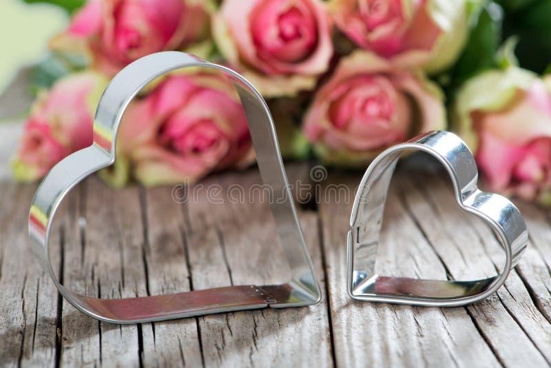 Coeurs avec des roses photographie stock