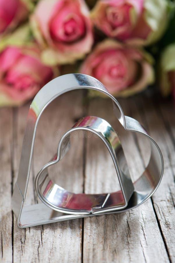 Coeurs avec des roses photos libres de droits