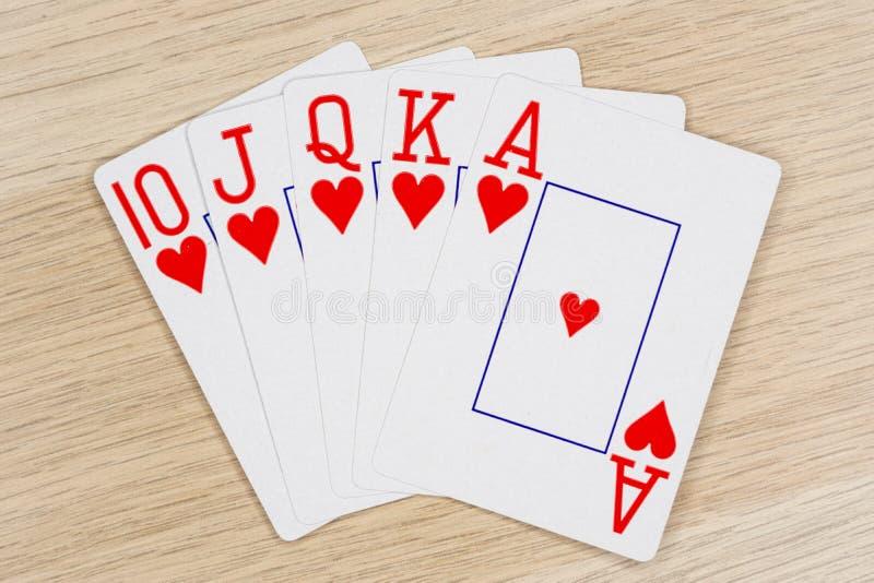 Coeurs de quinte royale - casino jouant aux cartes de tisonnier photographie stock libre de droits