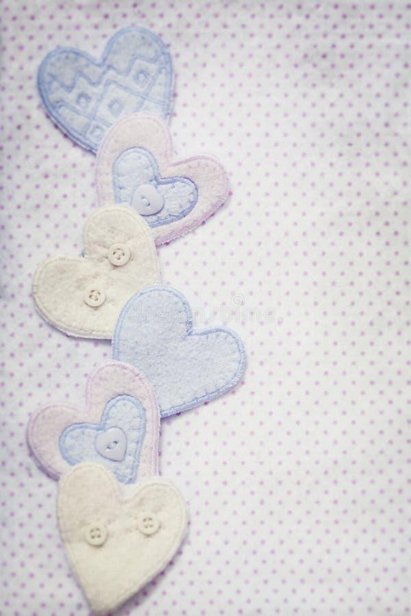 Coeurs en pastel avec le fond de motif de couverture de bébé image stock