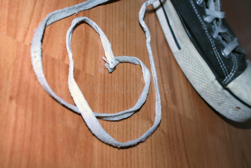 Coeurs et espadrilles de ficelle de chaussure images stock