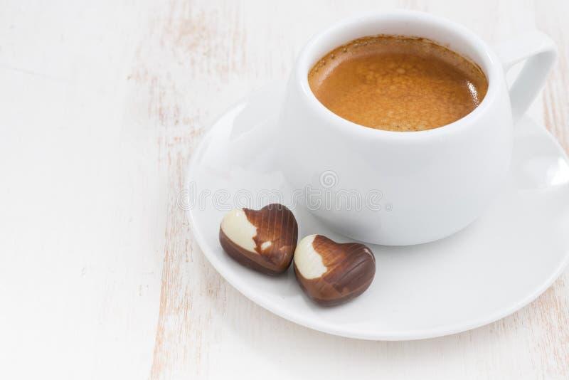 Coeurs et expresso de chocolat image stock