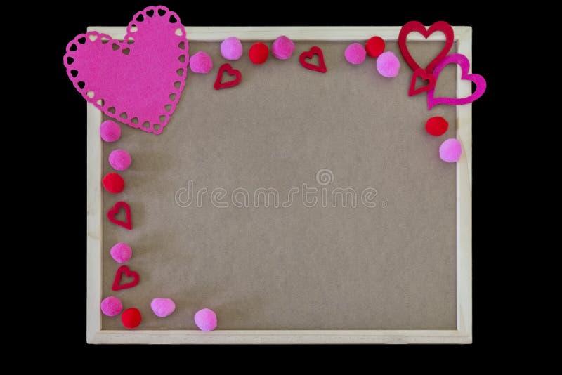 Coeurs et frontière roses de poms de pom sur une table des messages simple, l'espace images stock