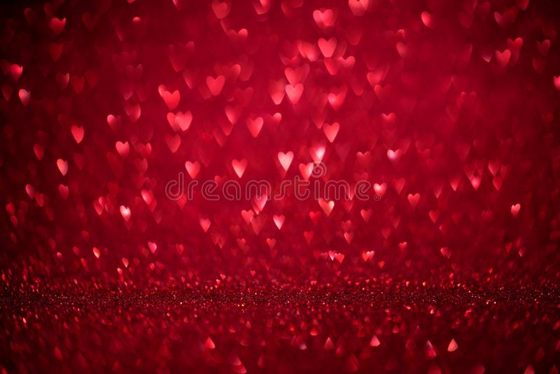 Coeurs heureux de forme de bokeh de carte de voeux de Saint-Valentin Décoration de jour d'amour avec le fond brouillé defocused P photo libre de droits