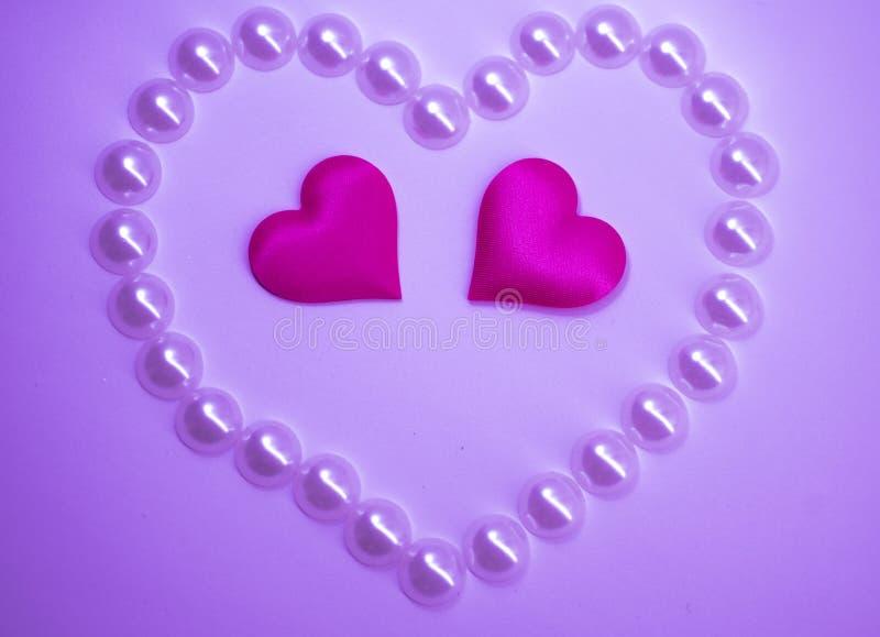 Coeurs roses sur un fond rose, jour du ` s de St Valentine images libres de droits