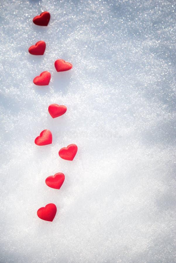 Coeurs sur la neige photos stock