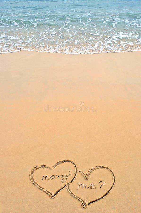 Coeurs sur la plage photos libres de droits