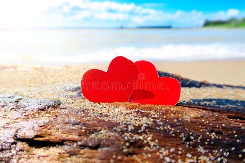 Download Coeurs Sur Le Bord De La Mer Image stock - Image du amour, couples: 56484571