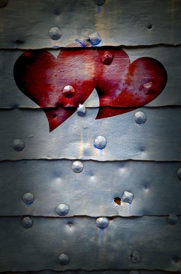 Coeurs sur le fond de trappe en métal images libres de droits