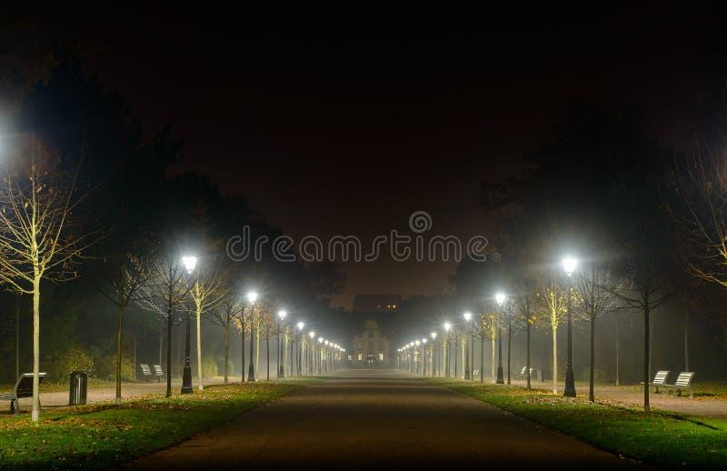 Cofać się perspektywę iluminująca ulica obraz royalty free