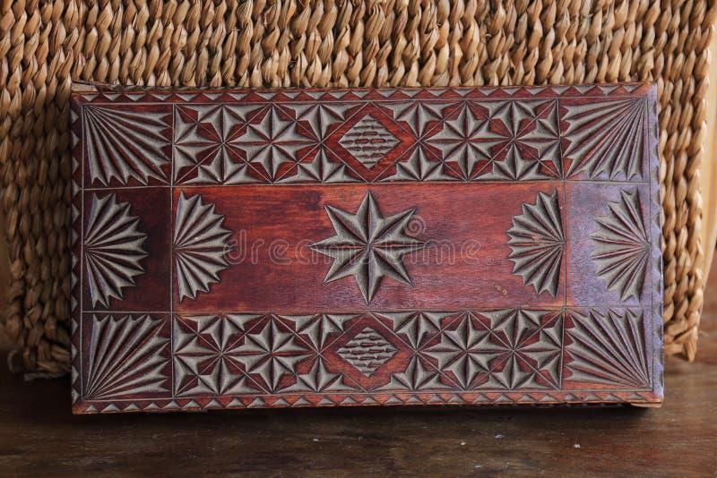 Cofanetto fatto a mano di legno antico fotografia stock